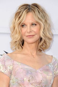 50 Best Hairstyles for Women Over 50 - Celebrity Haircuts Over 50 #besthairstylesforwomenover50