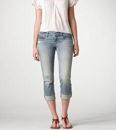 Cropped light wash jeans.