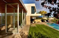 Two Story Contemporary Home: The Carrillo Residence by Ehrlich ArchitectsThis two story contemporary home located in Pacific Palisades, California, USA was designed byEhrlich Architects. According to the architects: Des... Architecture