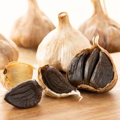 Black Garlic Is the Secret Ingredient Your Dishes Need What Is Black Garlic, Healthy Dinner Recipes, Whole Food Recipes, Garlic Health, Garlic Uses, Beef Marinade, Garlic Benefits, Food Pictures, Food Pics