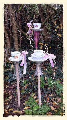 High tea voor de vogels. Vogelvoer standaards gemaakt van mooie tweedehands…