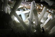 A mina é bastante conhecida pelos seus cristais fantásticos de selenita que foram formados por fluid... - Wikimedia