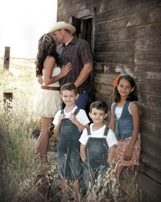 family pictures at a barn | SO here we go...let me show you what I am talking about!