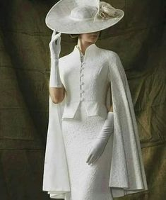 What an outfit! Simple elegance in stunning white. This is a dress to impress - What an outfit! Simple elegance in stunning white. This is a dress to impress, - Mode Outfits, Dress Outfits, Fashion Dresses, Vintage Dresses, Vintage Outfits, Vintage Fashion, Vintage Hats, 40s Mode, Looks Vintage