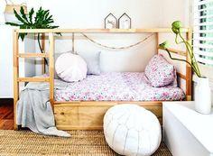 How many ways are there to customize the Ikea Kura bed? Here you are seven more amazing Kura hacks! Kura Bed Hack, Ikea Kura Hack, Ikea Hacks, Hacks Diy, Cama Montessori Ikea, Kura Cama Ikea, Kid Beds, Bunk Beds, New Room