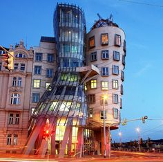 Frank Gehry: Dancing House in Prague, Czech Republic. I did a report on Frank Gehry architecture last semester. Unusual Buildings, Interesting Buildings, Amazing Buildings, Modern Buildings, Frank Gehry, Art Et Architecture, Amazing Architecture, Creative Architecture, Classical Architecture