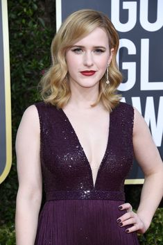 Rachel Brosnahan attends the Annual Golden Globe Awards at The Beverly Hilton Hotel on January 2020 in Beverly Hills, California. Golden Globe Award, Golden Globes, Celebrity Red Carpet, Celebrity Style, Selena Gomez Red Carpet, Rachel Brosnahan, Celebs, Celebrities, Celebrity Hairstyles