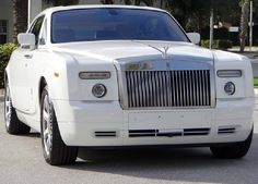 This Rolls Royce Phantom is the height of luxury. Interested!? Click on the image for the juicy details. #luxury #spon