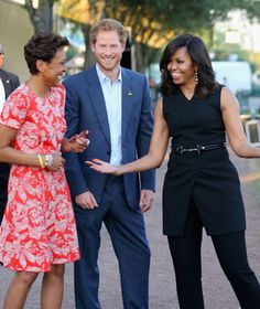 Prince Harry, First Lady Michelle Obama and presenter Robin Roberts ahead of the Opening Ceremony of the Invictus Games Orlando 2016 at ESPN Wide World of . Black Celebrity Couples, Barak And Michelle Obama, Nathan Jones, Michelle Obama Fashion, Prince Harry And Megan, Prince Henry, Robin Roberts, Invictus Games, Latest African Fashion Dresses