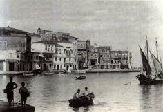 Το Λιμάνι των Χανίων, 1897.    Οι φωτογραφίες που θα σας παρουσιάσουμε είναι από τα αρχεία των Στέλιου Δασκαλογιάννη, Γιώργου Φραγκούλη, Νίκου Γουλιέλμου και Ελένης Σημαντήρη.