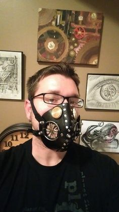 Leather Respirator Mask: Hello, and thanks for checking out my instructable! This is a tutorial for the style of respirator common to dieselpunk and steampunk outfits. There are many variations… Steampunk Mask, Steampunk Costume, Steampunk Diy, Steampunk Clothing, Steampunk Fashion, Steampunk Outfits, Mad Max Costume, Ceramic Mask, Respirator Mask