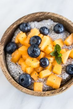 Delicious and decadent, this Low FODMAP Coconut Chia Pudding with Cantaloupe and Blueberries is a yummy, plant-based breakfast or dessert. Paleo Dessert, Fodmap Dessert Recipe, Fodmap Recipes, Keto Chia Pudding, Pudding Recipes, Fodmap Breakfast, Quick Healthy Breakfast, Low Histamine Foods, Plant Based Breakfast