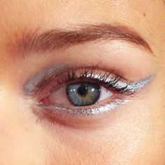 Unique way to do silver liner. #makeup #beauty #eyeliner