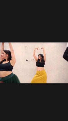 Ballet Dance Videos, Girl Dance Video, Wedding Dance Video, Indian Wedding Video, Dance Choreography Videos, Steps Dance, Cool Dance Moves, Dance Tips, Dance Poses