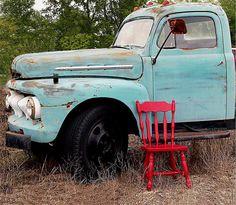 I <3 old trucks like this....