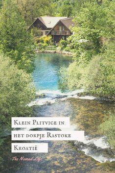 Het doprje Rastoke wordt ook wel klein Plitvice genoemd vanwege de vele watervallen die er hier te vinden zijn! Een echte hiddengem op maar 20 minuten rijden van de Plitvice meren in Kroatië. #plitvice #rastoke #kleinplitvice #kroatie #watervallen #reizen #travel #higlights Europe, Travel, Cabin, House Styles, Blog, Life, Viajes, Cabins, Destinations