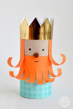 Your kids will love making this toilet roll leprechaun king and a group of his leprechaun friends for some Paddy's Day shenanigans