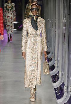 Ligia Nottingham: Milan Fashion Week: 10 looks para amar! Gucci  Safari Chic é uma das tendências fortes do inverno.Casaco longo de cobra.