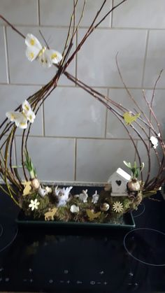 Best 12 what a pretty background for the garden service. Easter Table Decorations, Decoration Table, Christmas Decorations To Make, Flower Decorations, Holiday Crafts, Wedding Decorations, Twig Crafts, Pallet Crafts, Fun Crafts