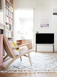 SAMSUNG SERIF TV BY BOUROULLEC: WHERE TECHNOLOGY MEETS DESIGN