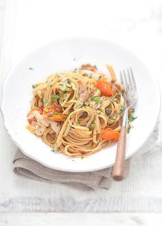 La cottura all'acqua pazza si dice sia stata inventata dai pescatori di Ponza. Ecco una gustosa ricetta di #pasta!