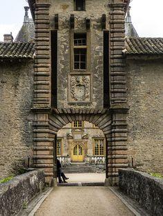 Château (1606-1625) de Fléchères à Fareins (Ain, France) by Denis Trente-Huittessan, via Flickr