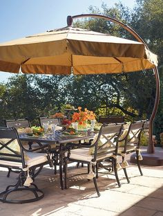 The innovative and stylish design of the 11' Round Side Mount Umbrella allows you to easily and effectively shade your outdoor dining space to ensure the comfort of your guests.