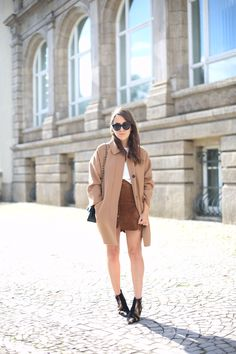 CAMEL COAT & SUEDE | Fiona from thedashingrider.com wears Zara Camel Coat, Mango Suede Skirt, Acne Jensen Boots and Vintage Chanel Bag #ootd #whatiwore
