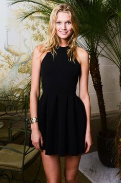 Toni Garn i love you Toni Garrn, Lbd, Pretty Little, Passion For Fashion, Style Icons, Street Wear, Celebrities, My Style, Model