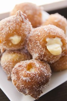 In Catalonia, savoury bunyols de bacallà (cod) are a popular tapas available at any time of year, but Lent (quaresma) is the time for bunyols de vent (lit. of wind), also known as bunyols de l'Empordà. Beignets, Mexican Bakery, Pan Relleno, Portuguese Recipes, Cupcakes, Cake Shop, Sweet Recipes, Holiday Recipes, Delicious Desserts