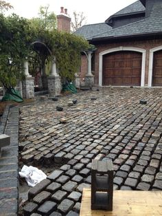 Not much a fan of the spaces between each stone. Not much a fan of the spaces between each stone. Some brightly coloured filling pas - Driveway Paving Stones, Permeable Driveway, Brick Walkway, Driveway Landscaping, Outdoor Landscaping, Outdoor Decor, Driveways, Cobblestone Driveway, Driveway Design