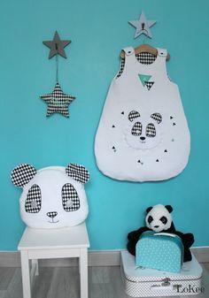 "Gigoteuse, coussin Noa le Panda et étoile ""Joli Mot"" noir & blanc."