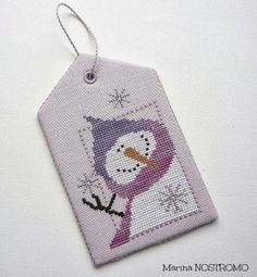 Pretty Snowman tag on fullmoontheedgeofthesoul.blogspot.com. The pattern is from Val's stuff.