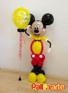 Mickey Mouse at your service! Sweet balloon decoration for you kids' birthday. Fiesta Mickey Mouse, Mickey Mouse Balloons, Mickey Mouse Decorations, Balloon Arrangements, Balloon Centerpieces, Balloon Decorations, Mickey Mouse Birthday, Minnie Mouse Party, Baby Shower Deco
