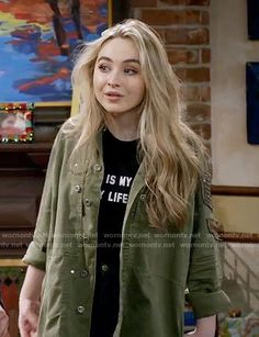Maya's army jacket on Girl Meets World Tv Show Outfits, Girl Outfits, Cute Outfits, Fashion Outfits, Disney Channel, Maya Girl, Sabrina Carpenter Outfits, Girl Meets World, Disney Outfits
