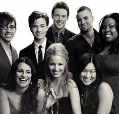 Kevin McHale, Chris Colfer, Cory Monteith, Mark Salling, Amber Riley, Lea Michele, Dianna Agron, & Jenna Ushkowitz.