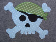 Calavera pirata en azul y verde