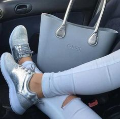 Classy and trendy sporty shoes – Just Trendy Girls Look Fashion, Fashion Bags, Sport Wear, Workout Wear, Your Shoes, Purses And Bags, Shoe Bag, How To Wear, Trainers