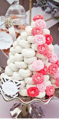 Love this pink and white doughnut wedding cake!  http://blog.snapable.com/