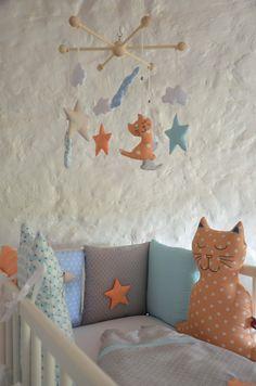 Tour de lit chat brodé main étoile original pour bébé mixte : Linge de lit enfants par shanouk