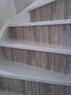 Onze trap bekleed met plakplastic  Our stairs