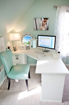 Contemporary Home Office Design Ideas - Search photos of contemporary home offices. Discover ideas for your trendy home office design with ideas for decor, storage as well as furniture. Chic Home, Home Office Space, Furniture, Craft Room Office, Home, Interior, Home Office Design, Home Decor, New Room