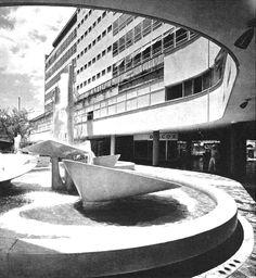 Patio interior, Conjunto Aristos, Insurgentes Sur 421, Hipódromo Condesa, Cuauhtémoc, México, DF 1957 Arq. José Luis Benlliure GalánInner  - courtyard, Aristos complex, Insurgentes Sur 421, Condesa, Cuauhtemoc, Mexico City 1957