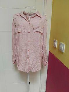 38c5647d47de Blusa en rosa de manga larga decorada con perlas