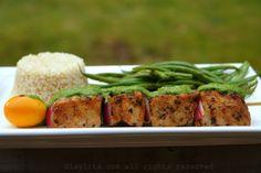 Grilled tuna skewers with salsa verde {Pinchos de atún con salsa verde}