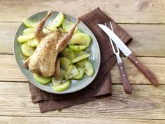 Gefülltes Rebhuhn #weihnachten | eatsmarter.de Lower Ab Workouts, Lower Abs, New Years Eve Party, Celery, Poultry, Asparagus, Weight Loss, Meat, Vegetables