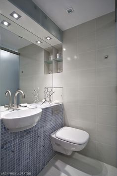 Małe łazienki to częsta przypadłość naszych mieszkań. Zobaczcie 15 pomysłów na małe łazienki w bloku. Są to prawdziwe łazienki, których właściciele znakomicie poradzili sobie z małym metrażem. Czy mała łazienka może być efektowna? Oczywiście! Małe łazienki w bloku projekty, zdjęcia, aranżacje.