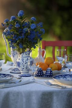Why Blue And White Is The Best Color Combination - Our Favorite Things That Are Blue And White