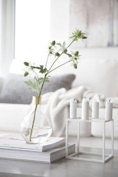 Nice 50 Inspiring Modern Minimalist Home Decor Ideas On a Budget https://bellezaroom.com/2018/01/08/50-inspiring-modern-minimalist-home-decor-ideas-budget/