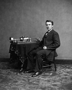 My idol, Thomas Alva Edison! Photograph of Thomas Edison with his phonograph model), taken in Mathew Brady's Washington, DC studio in April Old Pictures, Old Photos, Funny Pictures, Thomas Alva Edison, Ex Machina, Interesting History, Interesting Facts, Past Life, Old West